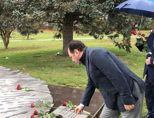 Armenian Defence Minister Vigen Sargsyan Visits Armenian Genocide Memorial in Vancouver